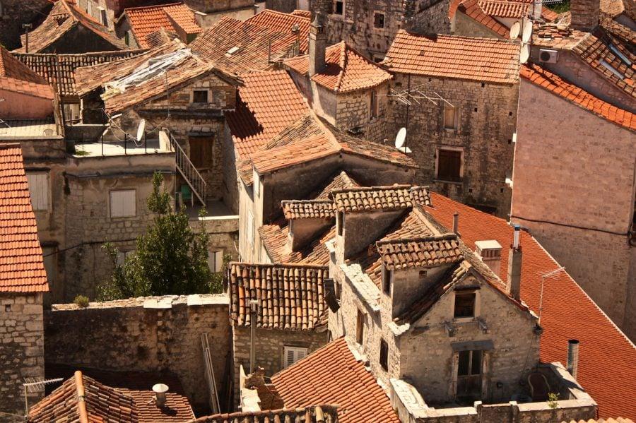 Case cu țiglă portocalie, Trogir, Croația