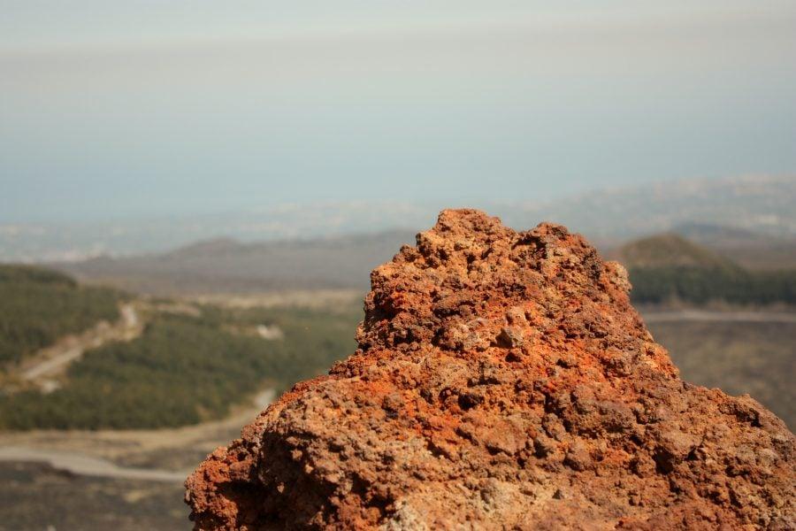 Roca vulcanica pe Etna