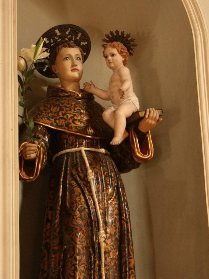 Statuie în biserică siciliană