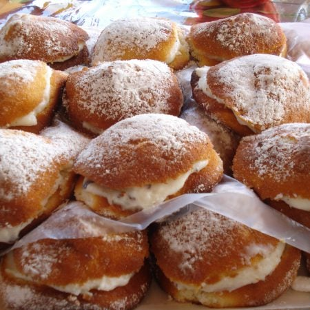Bocconcino con ricotta (sweet stuff with ricotta cheese) (Marineo)