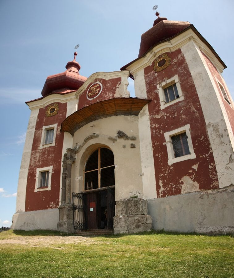 Biserica din vârful dealului, Kalvary, Banska Stiavnica, Slovacia
