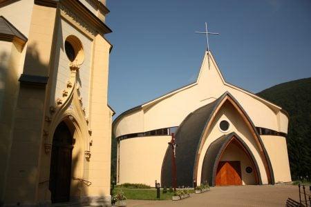 Biserică normală și anormală în Rajecke Teplice, Slovacia