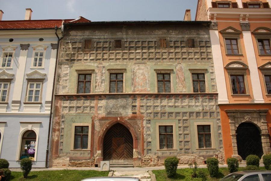 Fațada veche pictată în Levoca, Slovacia
