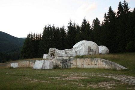 Monumentul Prostiei, Karpaciov - Tale, Slovacia