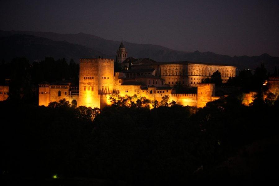 Alhambra luminata, nopatea, Granada, Andaluzia