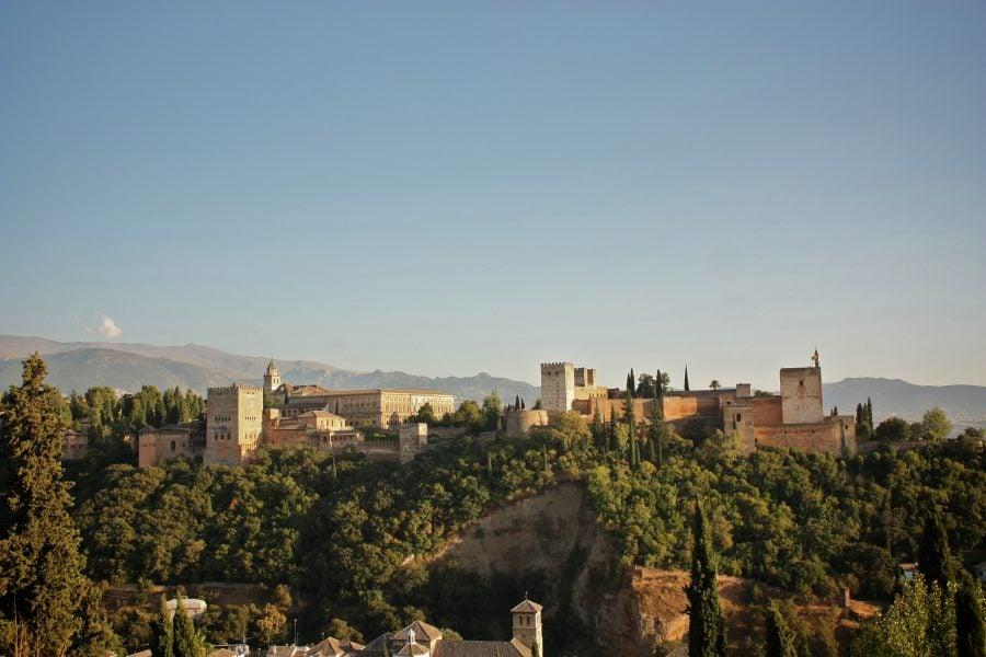 Alhambra văzută din Mirador de San Nicolas, Albaicin, Granada