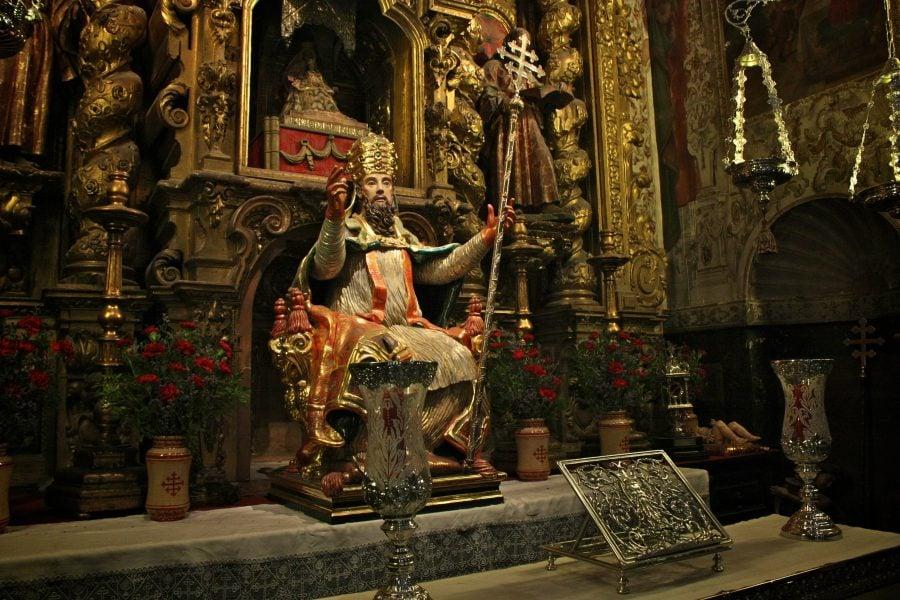 Altar romano catolic în interiorul Biserici del Sagrario, Sevilia