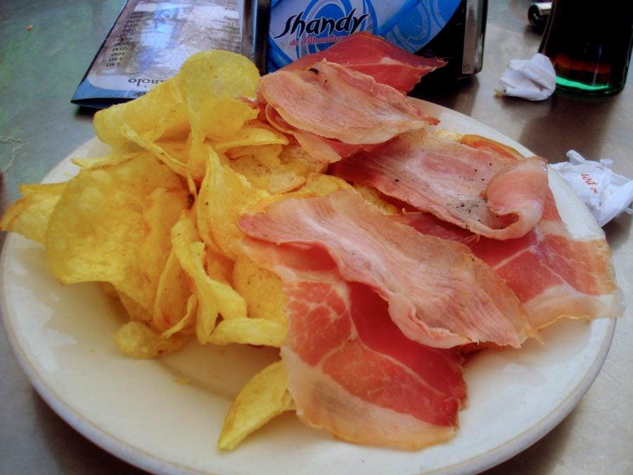 Chips-uri cu jamon în Capileira, Spania