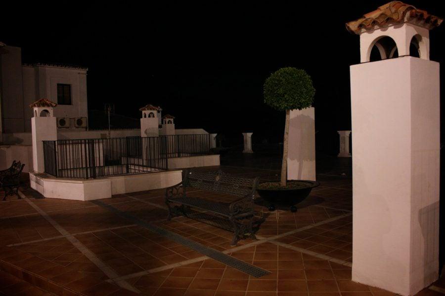 Coșuri de fum, terasă pe acoperișul unei case, Mijas, Andalusia, Spania