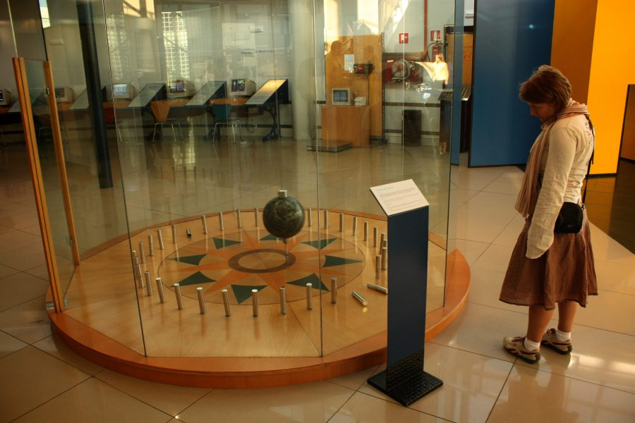Pendulul lui Foucault din Muzeul Științelor din Granada