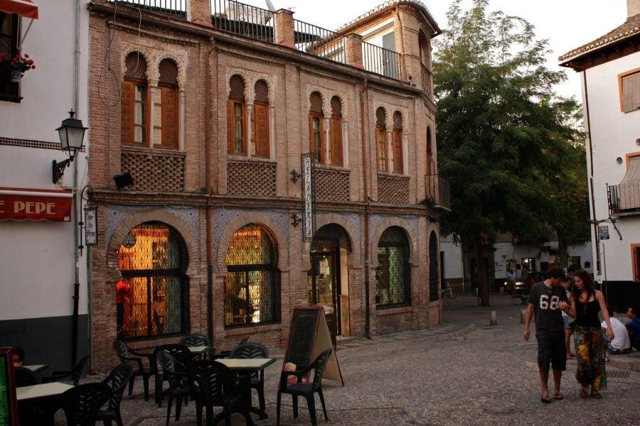 Piata spaniola din Albaicin, Granada, Andaluzia
