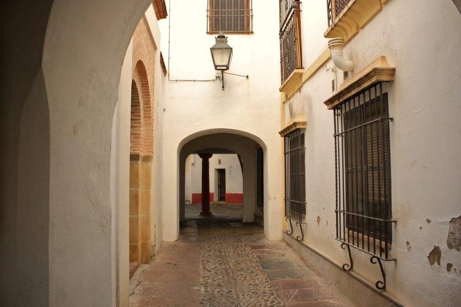 Stradă în centrul vechi al orașului Cordoba, Spania