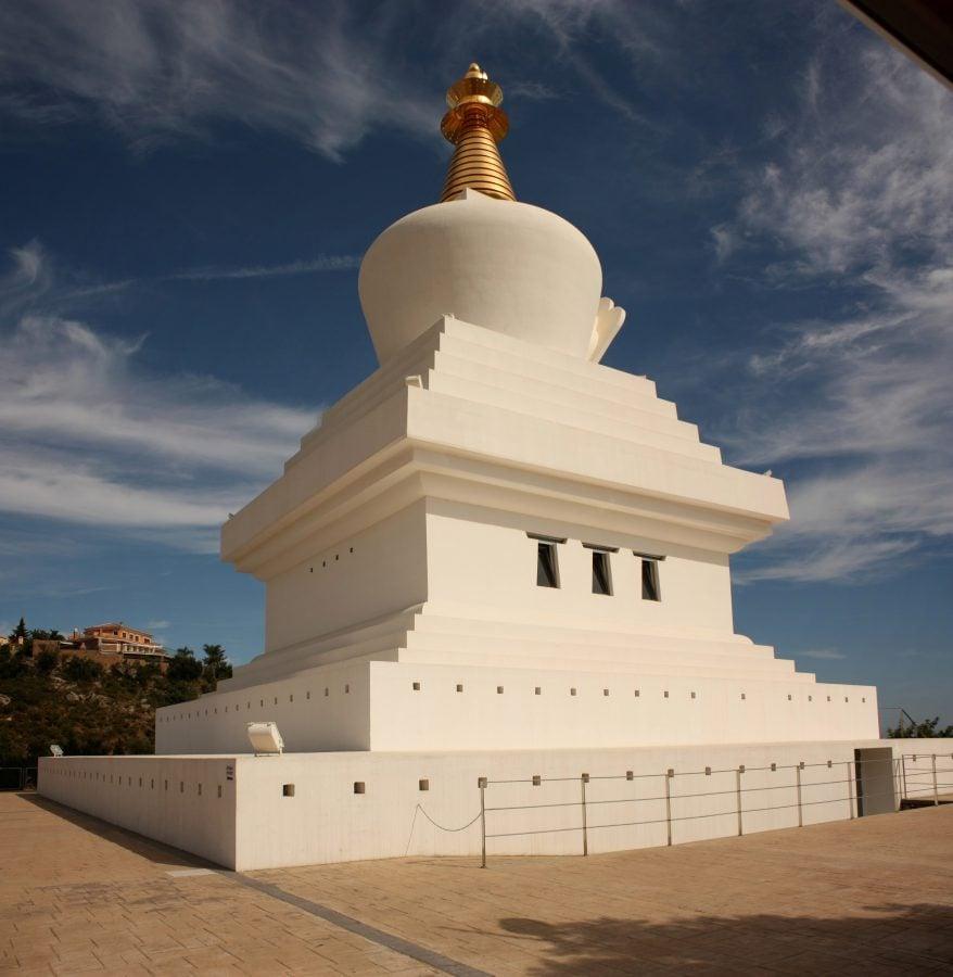 Stupa sau templu budist în Benalmadena, Spania