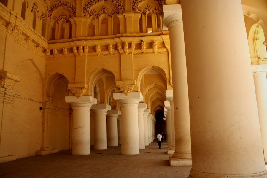 Coloane în palatul indian Tirumalai Nayak Mahal, Madurai, Tamil Nadu