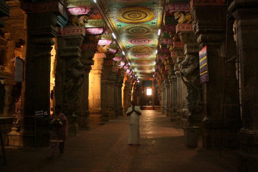 Coridoarele templului Sri Minakshi, Madurai, Tamil Nadu, India