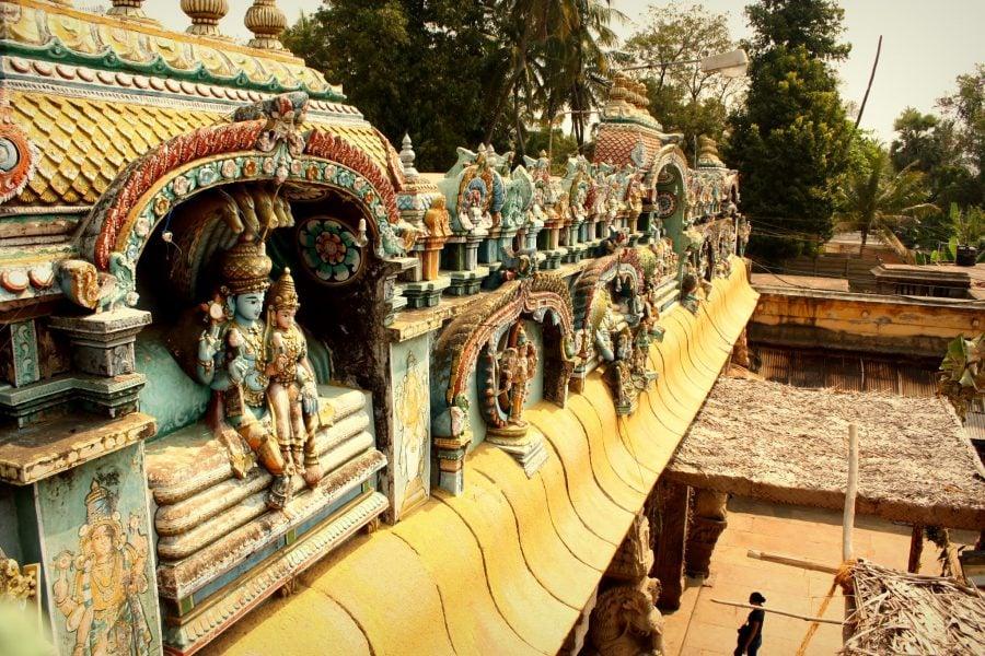 Detaliu poartă templu dravidian pictat Ranganathaswamy, Trichy, Tamil nadu, India
