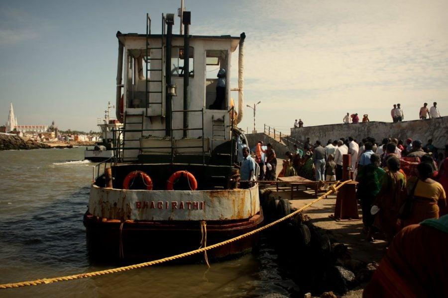 Feribot ruginit până la insula cu mandapam, Cape Comorin, Kanyakumari, Tamil Nadu, India
