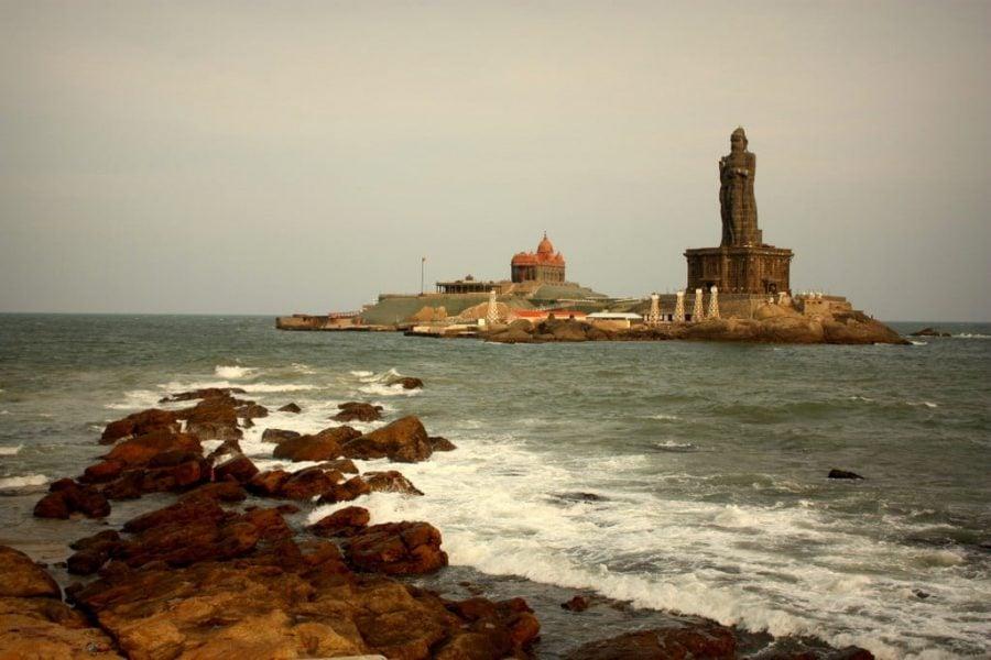 Insula și marea statuie a lui Vivekananda, Cape Comorin, Kanyakumari, Tamil Nadu, India