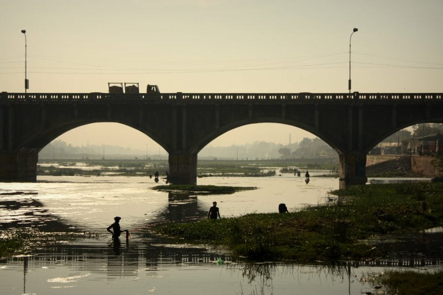 Podul și activități zilnice în Madurai, Tamil Nadu, India