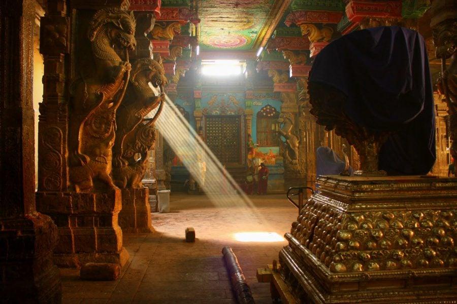 Rază de lumină în templul Sri Minakshi, Madurai, Tamil Nadu, India