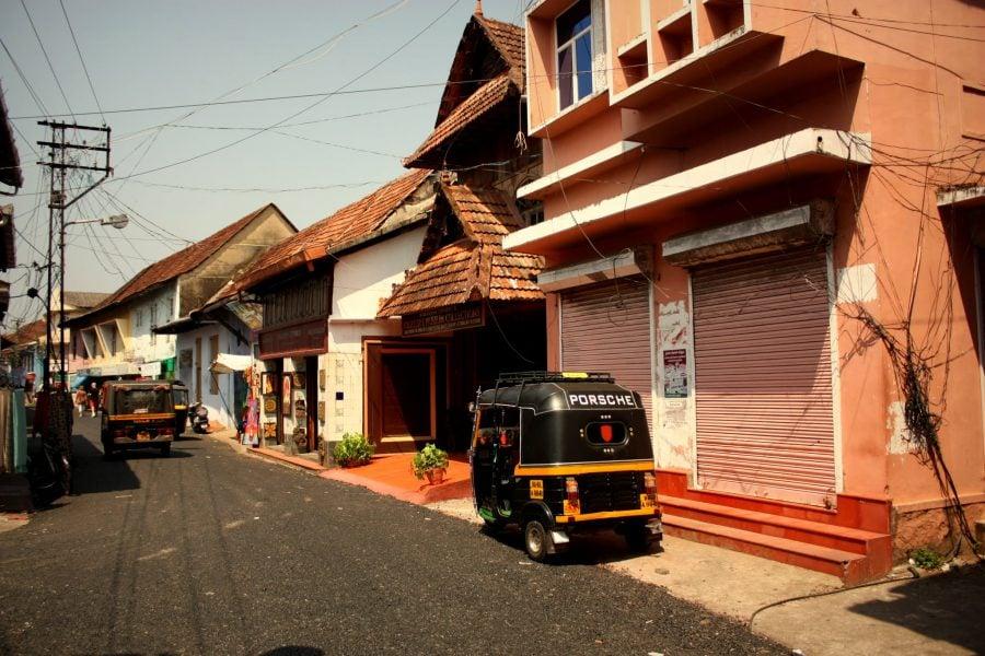Ricșa Porsche pe străzile din Fort Kochi, Kerala