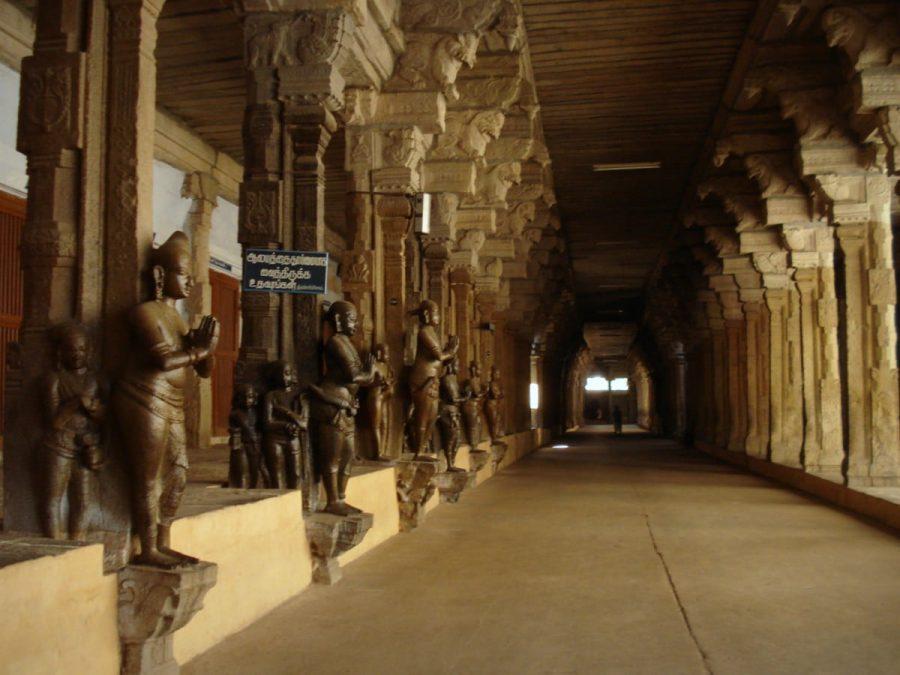 Coloane cântătoare și sculpturi în templul dravidian din Tirunelveli, Tamil Nadu, India