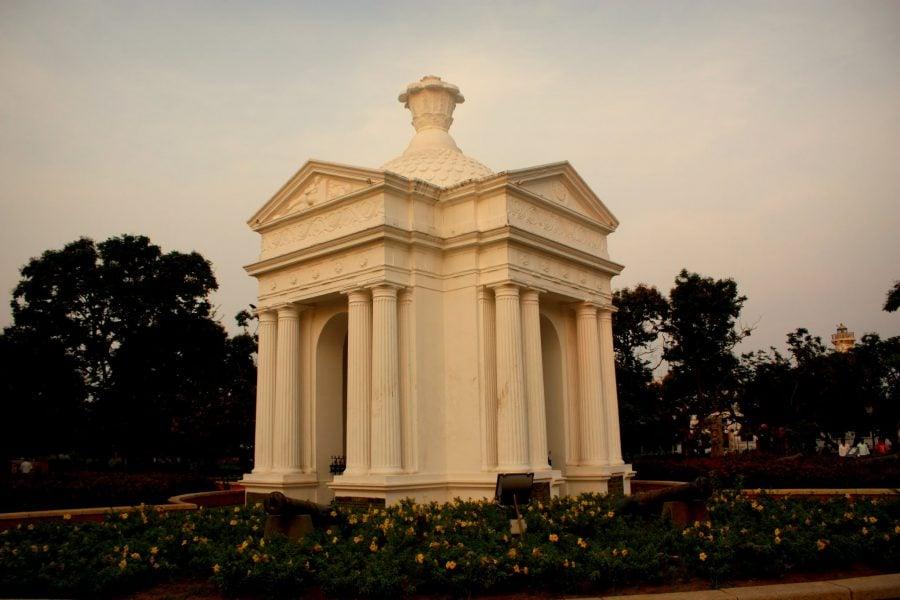 Ayi Mandapam în parcul Bharati din Pondicherry (Puducherry), Tamil Nadu, India