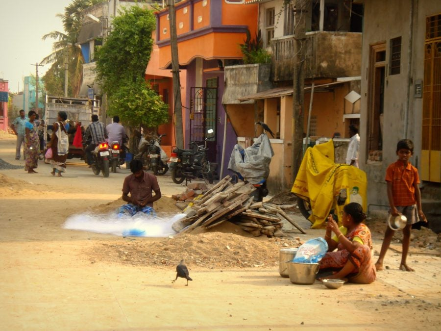 Stradă din comunitatea de pescari de lângă Pondicherry (Puducherry), Tamil Nadu, India