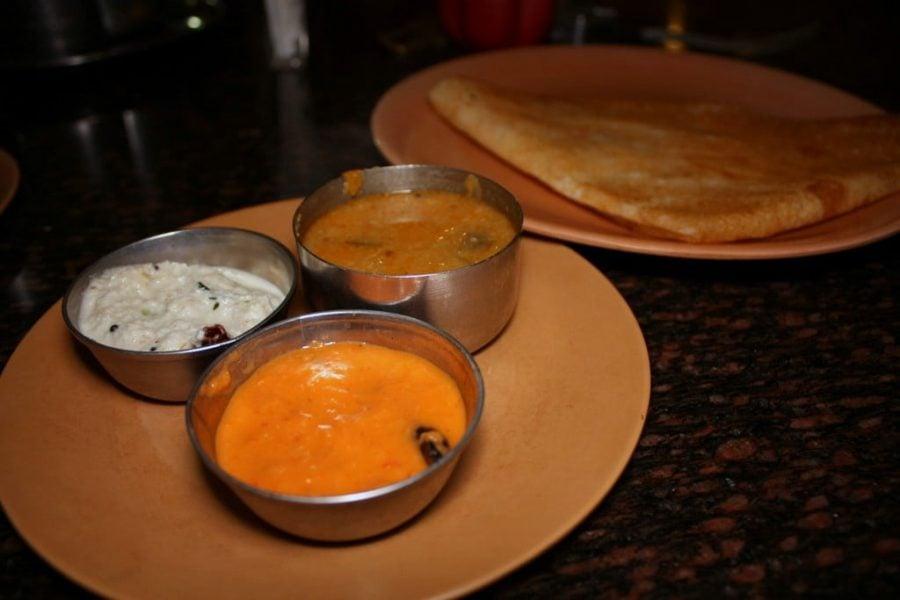 Dosa cu 3 sosuri specifice, Sambar, Tomato Ginger si Coconut Chutney, Tamil Nadu, India