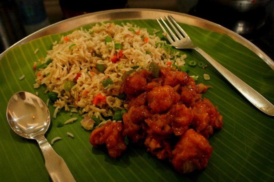 Gobi Manchurian si Vegetable Fried Rice pe frunza de banan