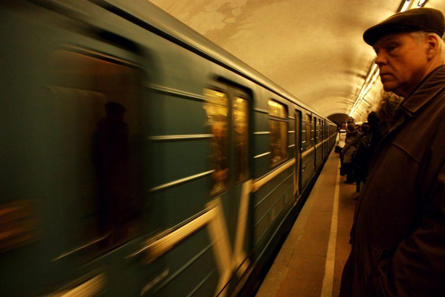 Așteptând metroul în Moscova