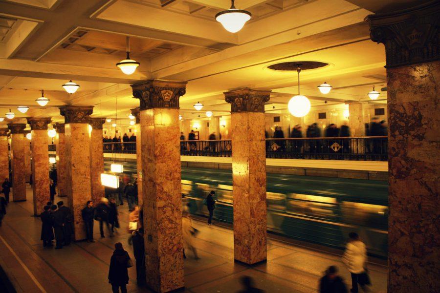 Coloane de marmură în stația Komsomolskaya, Moscova
