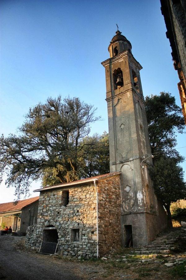 Biserică în mic borgo, zona Varese Ligure, Italia