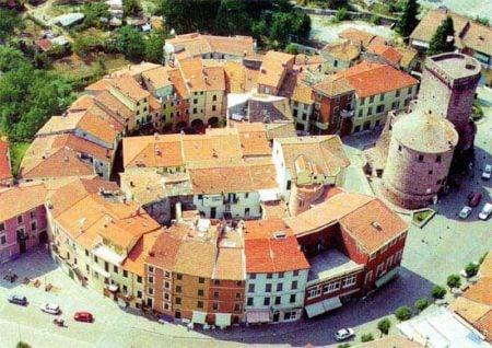 Centru rotund al lui Varese Ligure, Liguria, Italia