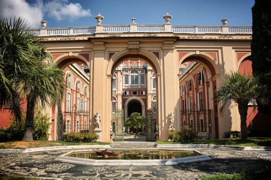 Curtea cu fântână a Palatului Regal din Genova