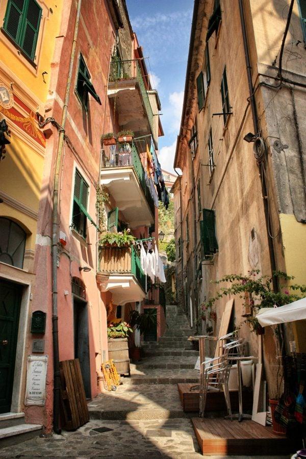 Strada in Monterosso al Mare, Cinque Terre, Italia