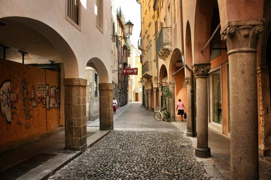 Stradă pavată în vechiul Padova, Italia