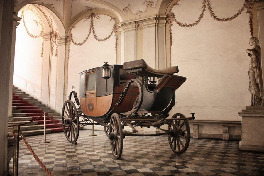 Trăsură în curtea Palatului Regal din Genova