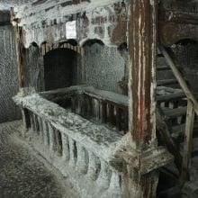 Mobilier de lemn în salina Turda