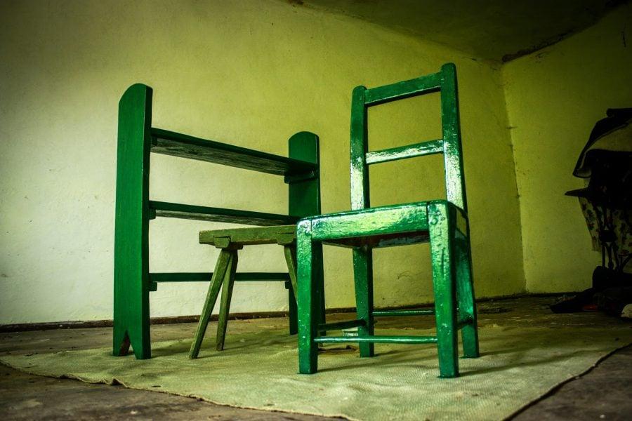 Vopsim mobila veche din Bigar