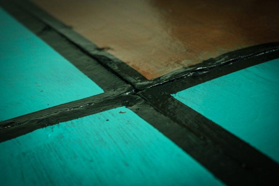 Vopsit podea cu vopsea pe baza de ulei