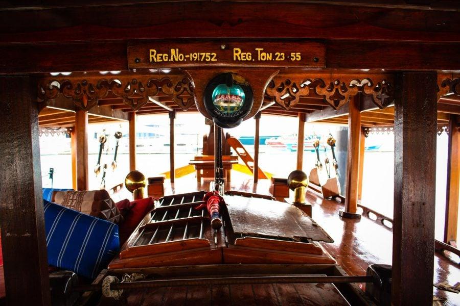 Barcă indoneziană din lemn