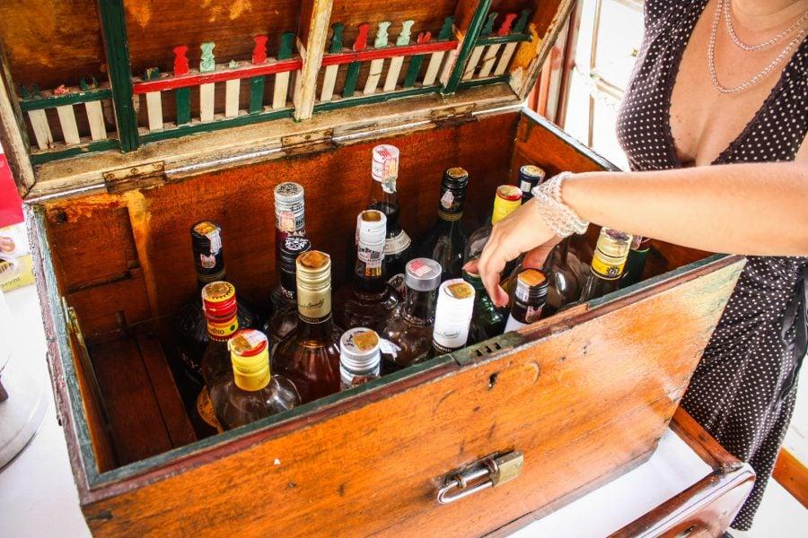 Cutia cu alcool de pe barcă
