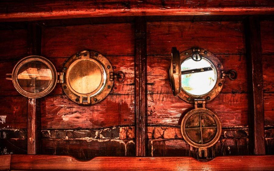 Hublouri pe barcă recondiționată