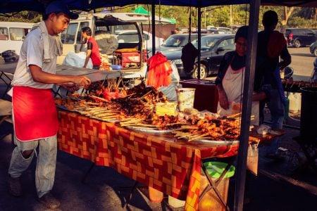 Tarabă cu pui la grătar în Malaezia