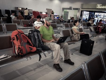 Freelancer in aeroport