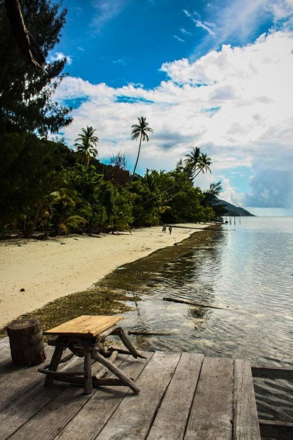 Plajă pe insulă tropicală