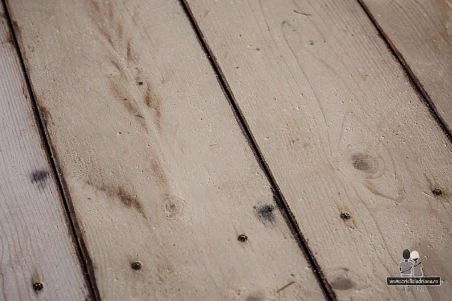 Detaliu scândură podea foișor de lemn