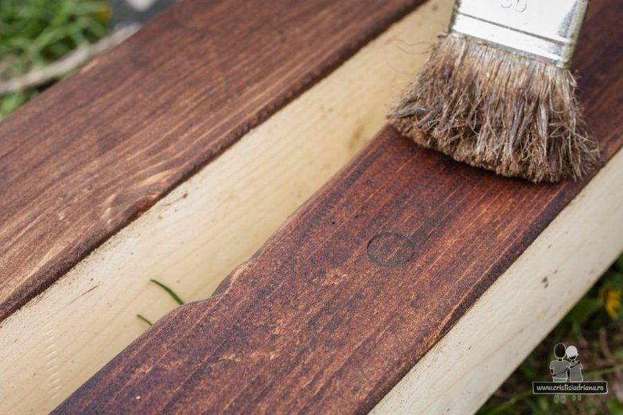 Protejat lemn cu lazură