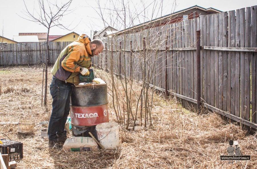 Tăiat lemn foișor de grădină